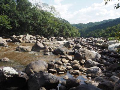 Un río natural de los que hay muchos en Colombia